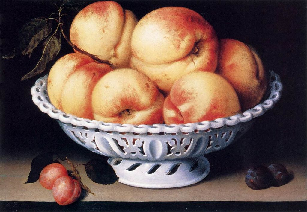 1024px-Fede_Galizia_White_Ceramic_Bowl_with_Peaches_and_Red_and_Blue_Plums